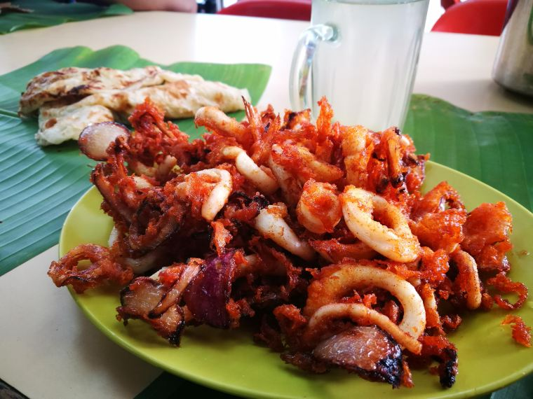 Fried sotong with onions